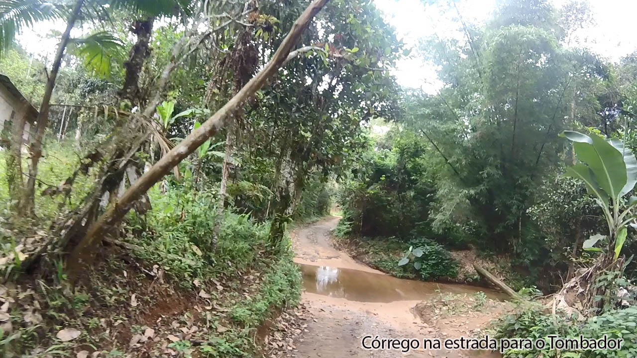 Córrego no caminho para o Tombador