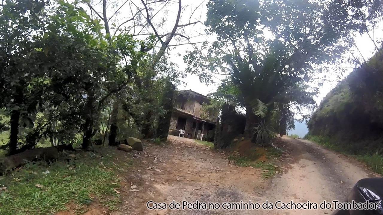 Casa de Pedra no caminho para o Tombador
